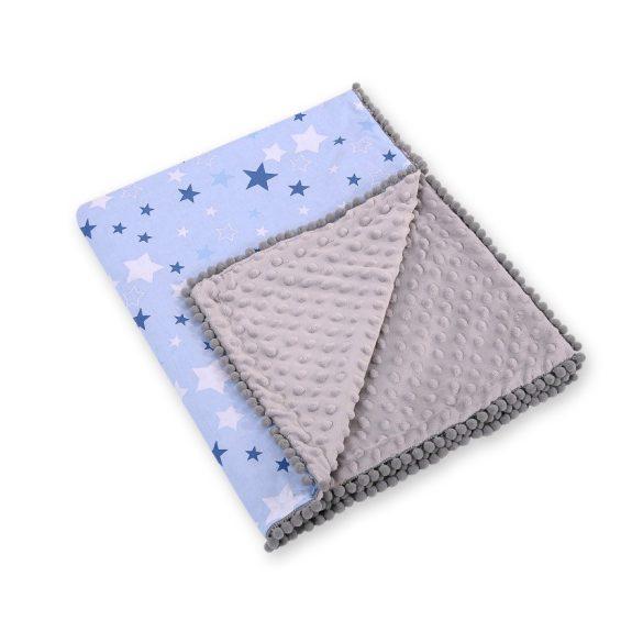 BabyLion Prémium pom-pom takaró Minky - Kék alapon kék csillagok - szürke háttal  !! KIFUTÓ !!