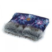 MTT Kézmelegítő babakocsihoz - Kék és lila virágok - szürke szőrmével
