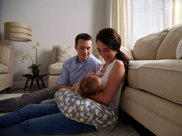 Szoptatós párnával kényelmes a babázás