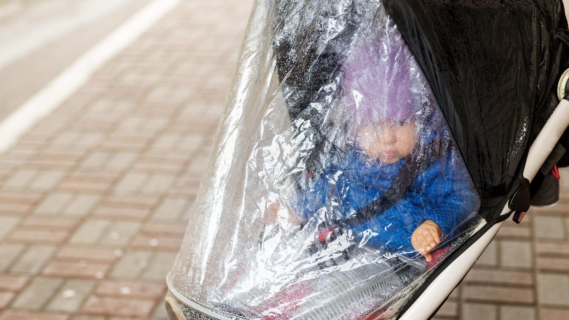 A nélkülözhetetlen esővédő babakocsira